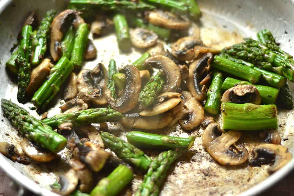 Creamy Lemon chicken with Asparagus & Mushrooms