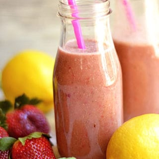Strawberry Lemonade Smoothie + Vitamix Giveaway!!
